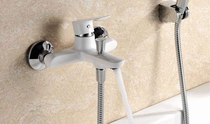 белые смесители для ванной